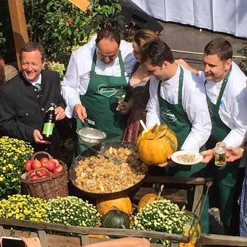 Die Steiermarkt zu Gast in München auf dem Rindermarkt 4 #steiermark #rindermarkt #tourismus #urlaub #wein #weinhoheit #steiermark #graz #lafer #münchen #genuss