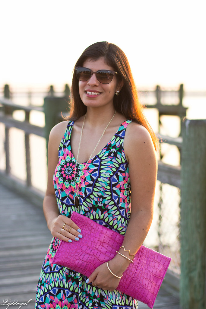 kaleidoscope print swing dress, pink clutch-4.jpg
