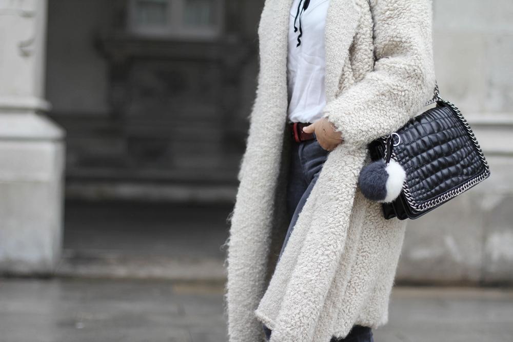 chaqueta de mohair y tendencia pompom myblueberrynightsblog