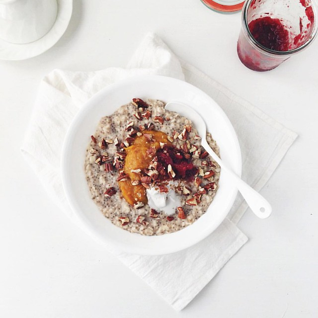 oats & chia • pumpkin purée • cranberry sauce • coconut cream • pecans  Or as I like to call it, Thanksgiving leftovers porridge ?