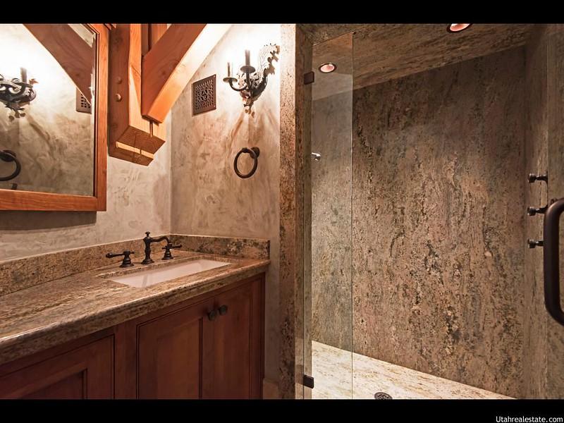 Каменная ванная комната