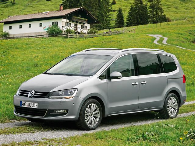 Семиместный минивэн Volkswagen Sharan 2010 - 2015 годы