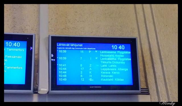 Laponia viaje Helsinki Rovaniemi - Pantalla anuncio de trenes