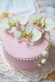 Розовый торт еунный орхидеей фаленопсис