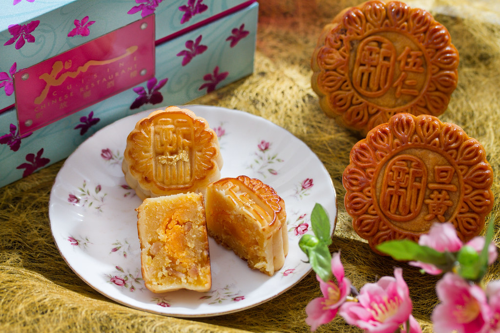 Mid-Autumn Festival Mooncake: Holiday Inn Singapore Atrium