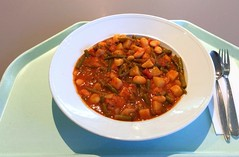 Zesty bean goulash with diced potatoes / Pikantes…