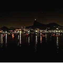 Luzes da cidade: a noite do Rio registrada da Mureta da Urca em poderoso click de Angélica Fiat... #AplausoBlogAuroradeCinema #riorejaneiro #errejota #Rio450 #lindodever #night #porainorio #luzesdacidade #goodinrio #rioeuteamo #iloverio #urca #paixaopelor