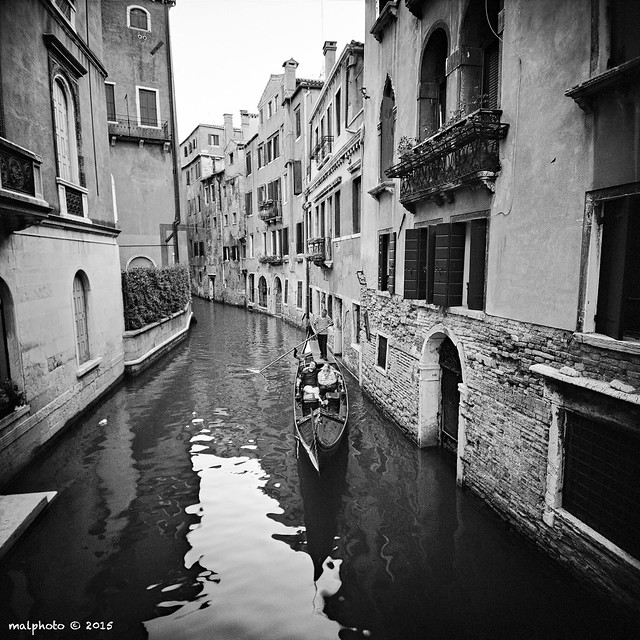 GONDOLIER ON SESTIERE OF SAN POLO, VENICE