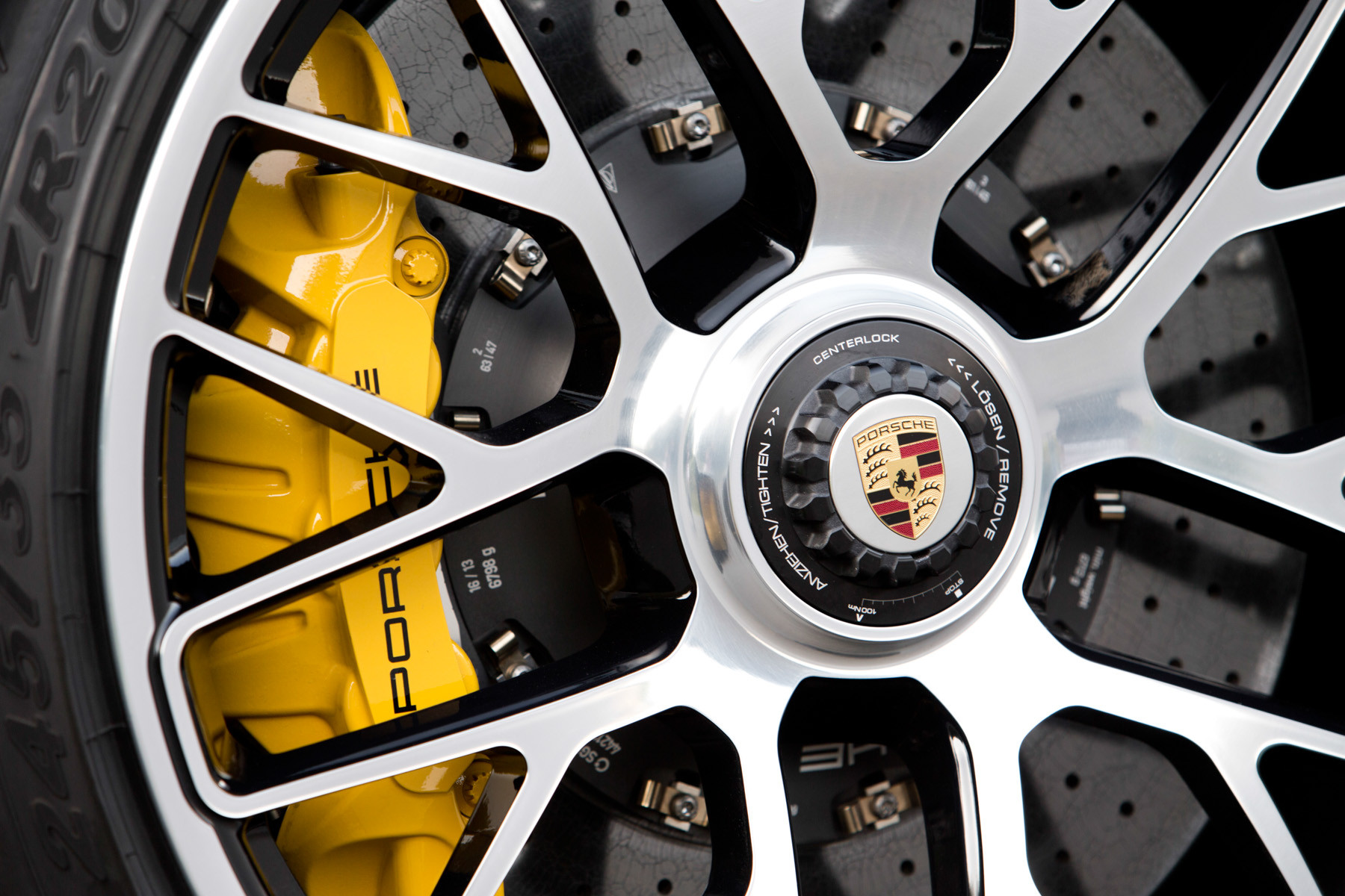 Колеса Porsche 911 крупным планом