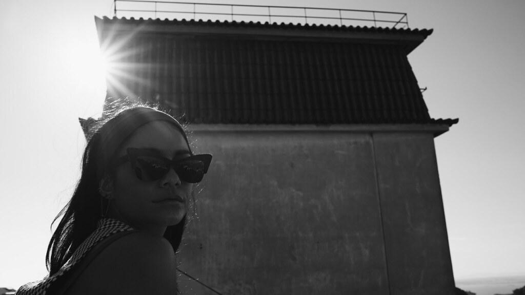 Ванесса Хадженс — Фотосессия для «Find Your California» 2015 – 78