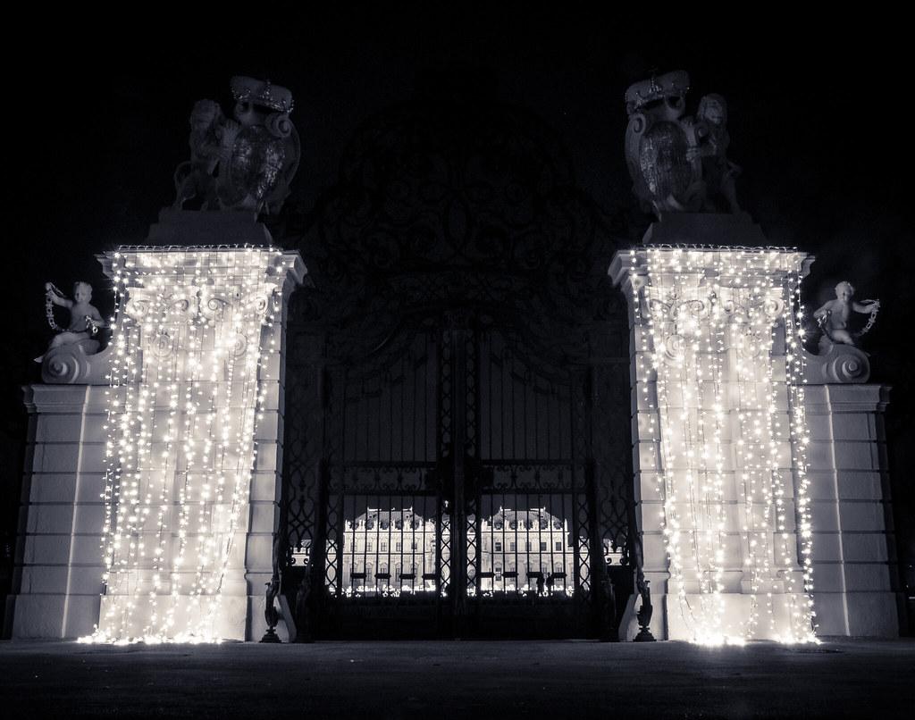 Schloss Belvedere (Merry Xmas!) [explore]
