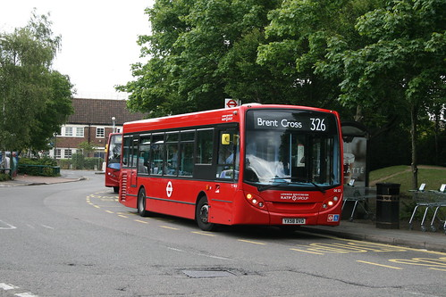London Sovereign DE12 on Route 326, Barnet Spires