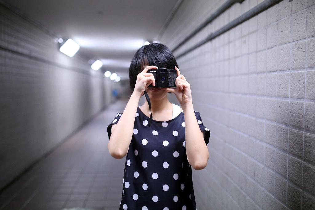 地下道 台北 Taipei 2015/11/13 我的畫面也開始嘗試變化,拍一些我想要營造的場景與主題,練習這樣拍照,看看能不能有新的想法出現!  這個場景其實我自拍過一張,真的還不錯表現的地方!  Canon 6D Sigma 35mm F1.4 DG HSM Art IMG_8233 Photo by Toomore