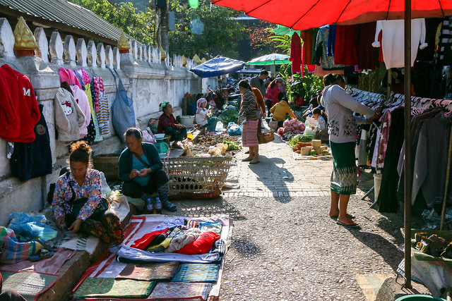 Open air market in Luang Prabang, laos ルアンパバーンの青空市場
