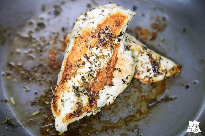 【橄欖油料理食譜】梅爾雷赫頂級冷壓初榨橄欖油,嫩煎香草雞胸,低脂肪的美味料理。8