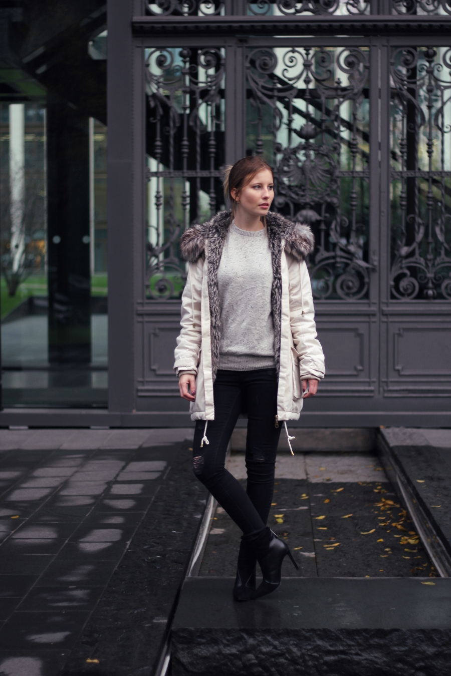 outfit fashion blogger fankfurt beige parka grey black highheels stiefel urban