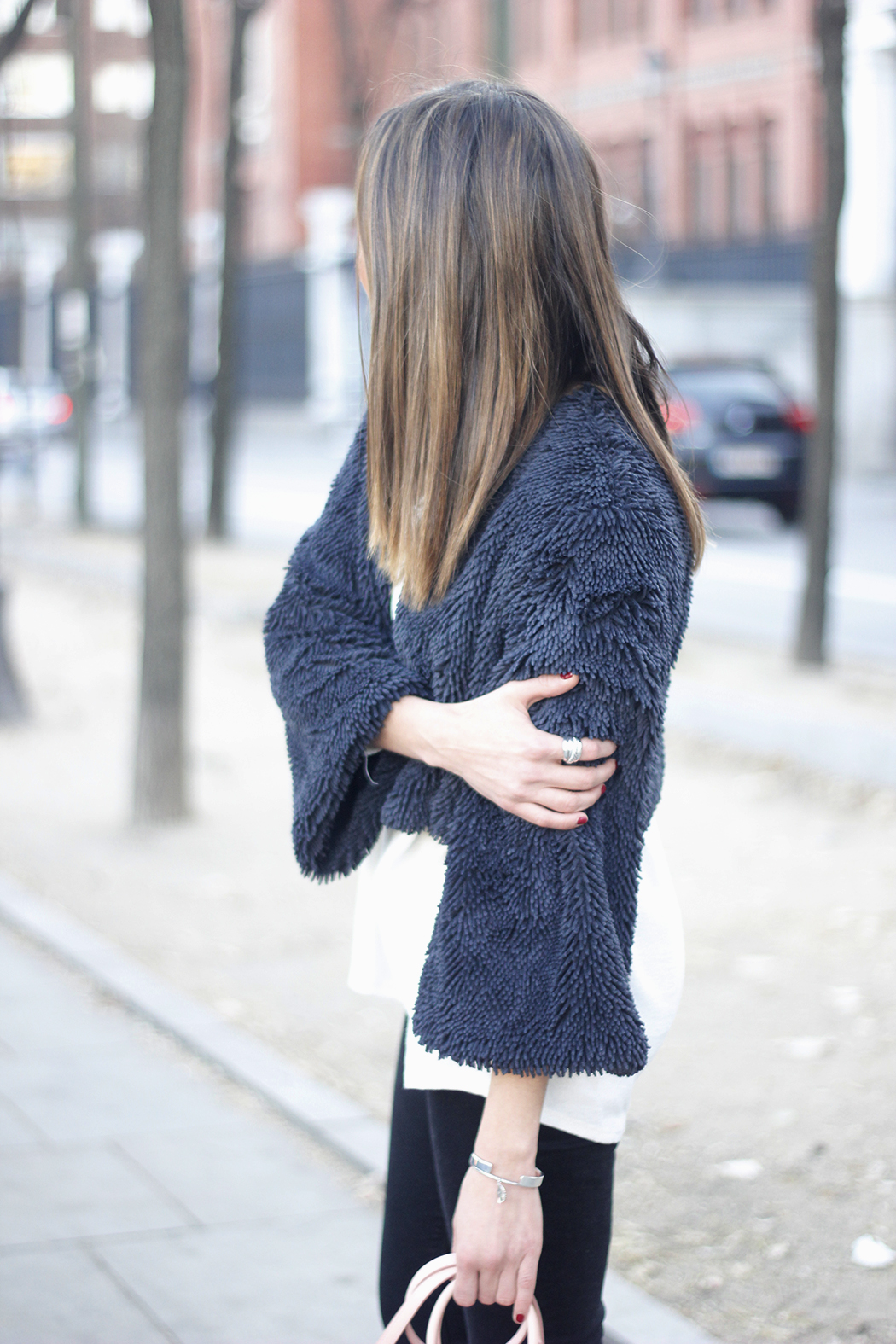 black jeans, coach bag, outfit, style, heels, white t-shirt, Fur Effect Jacket, uterqüe12