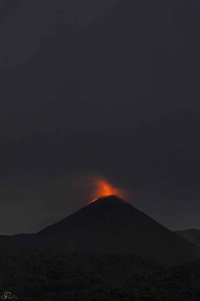 Volcán Reventador caos perfecto.