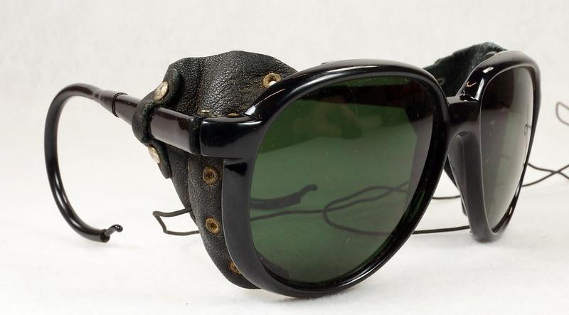 RD14855 Vintage 70s 80s Aviator Ski Motorcycle Sunglasses Black with Leather Side Shield Nylon Frame Japan DSC06471