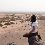 Contemplando el desierto negro