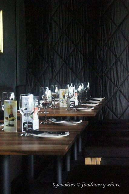 1.Black Mrket Restauran Kampung Pandan