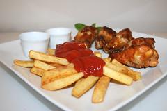 Chicken Wings & Pommes Frites - Seitenansicht…