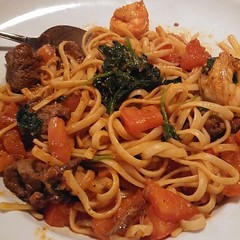 Linguine with filet mignon, skrimps, spinach, and tomatoes in a light marinara sauce... #lifeistasty #foodiusmaximus