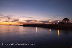 #tramonto sulla #Gorgonia dalla #TerrazzaMascagni di #Livorno (DSLR). Come mai tutte queste foto di Pisa e Livorno? Lo scoprirete presto su www.vincenzopistorio.com Vi do un indizio: la #notte! #sunset #sea #mare #lowlight #photography #fotografia