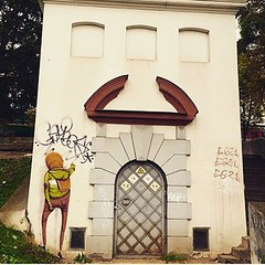 Os Gêmeos na Lituânia... #BlogAuroradeCinemaaplaude #arteurbana #artederua #brazil #patrimôniodoBrasil #arte #spray #artebrasileira #urban #osgemeos #sprayart #lituania #urbanart #urbanidades #ArteContemporânea #world @osgemeos #contemporaryart