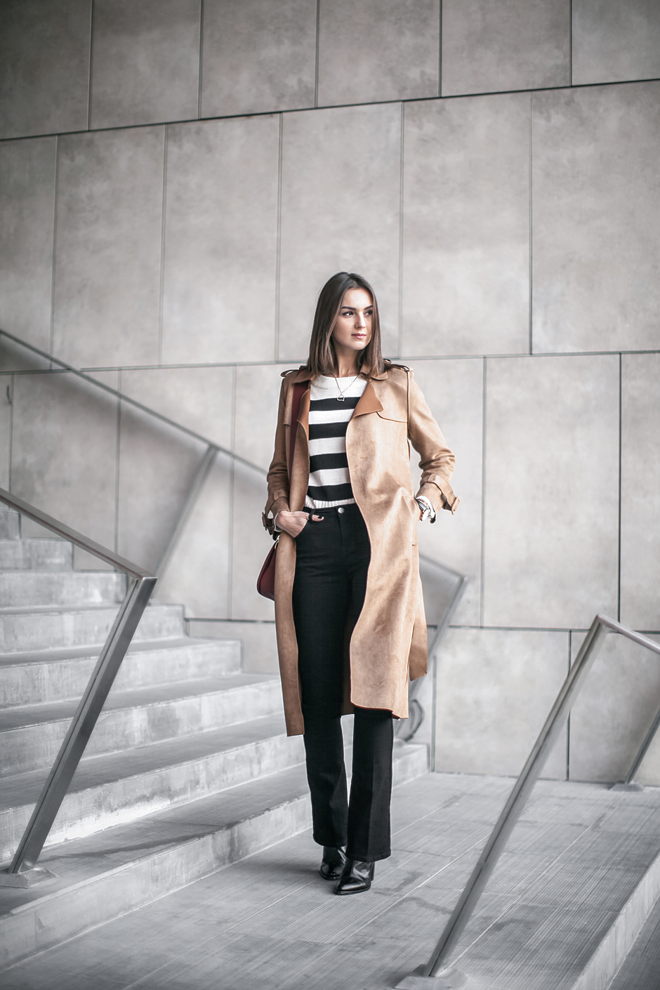 suede-trench-coat-outfit-look-street-style