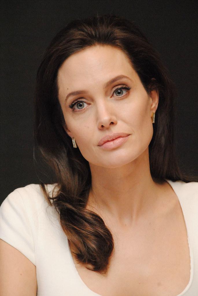 Анджелина Джоли — Пресс-конференция «Несломленный» 2014 – 110