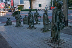 Wroclaw (Pologne).  Polish artist Jerzy Kalina. The public art installation called Przejście, translated as Passage or Transition, installed in December 2005.-2