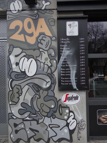 Graffiti an Fassade aus dem 21. Jahrhundert nach Christus in Dresden 0079