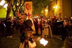 sam, 03/12/2016 - 21:19 - La Marche aux flambeaux, dans le cadre du Téléthon, a cheminé, comme il est de tradition, de la Cité médiévale à la place Carnot, ce 3 décembre 2016.