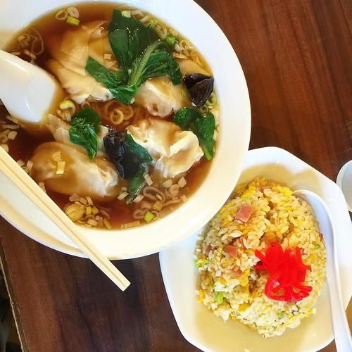 今日は中華でランチ!!ワンタン麺とチャーハン。 #japan #Japanese #lunch #ramen