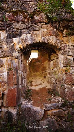 castle stone moss sweden ruin entrance porthole vault algae sten stonewalls cellar span entry mossa alger fönster arched glugg slott västragötaland källare stenmur entré sundholmen velivilppu