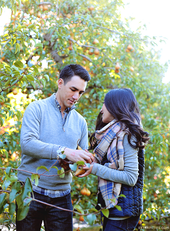 fall couples outfits apple picking1