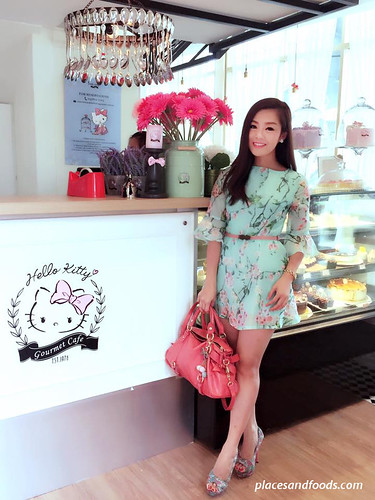 hello kitty gourmet cafe sunway pyramid amelia standing