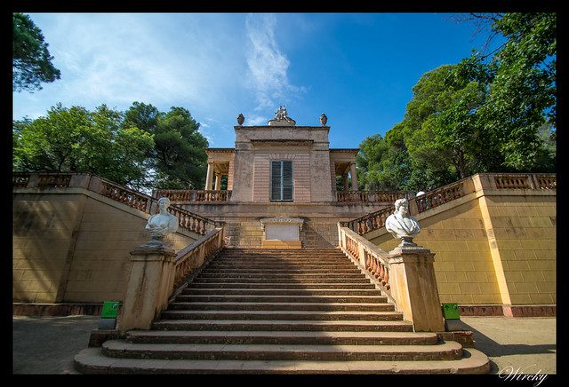 Escaleras al pabellón neoclásico