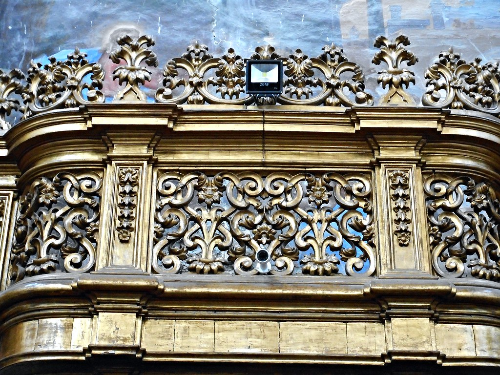 Choir with two organs (sculpted and gilded wood, 1699, by Sabbato Daniele) - Detail - Donnalbina Church in Naples