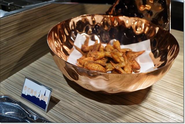 22204135043 edd3f2995e z - 『熱血採訪』泰皇城泰式自助百匯餐廳-台中第一間泰式料理吃到飽餐廳不分時段吃到飽 天使紅蝦、萬里蟹、泰式椒麻雞、青島啤酒、Haggen-Dazs等全都讓你吃免驚(已歇業),