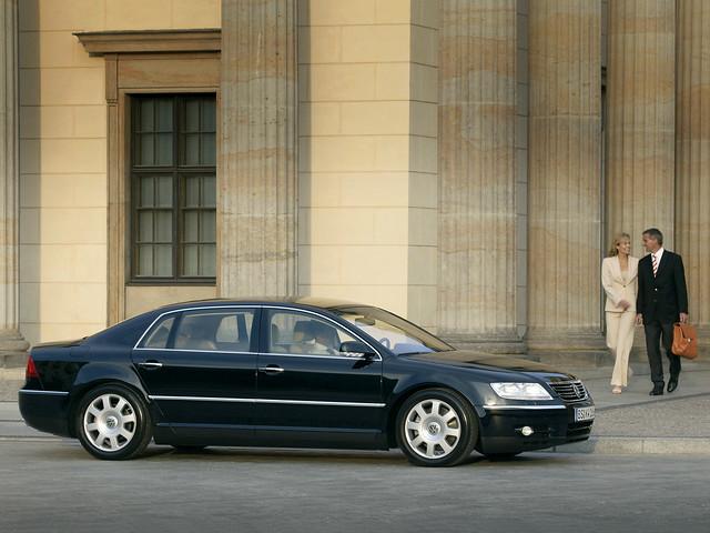 Премиальный седан Volkswagen Phaeton Long. 2002 – 2007 годы