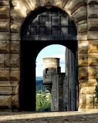 Le château d'Aubenas en Ardèche. #Aubenas #castle #chateau #Ardeche #emerveillesparlardeche #ardechesecrete #france #jaimelafrance #magnifiquefrance #rendezvousenfrance #igersfrance #digitalnomad #blogvoyage #travelblog #travelphotography #travelgram #ins