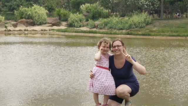 Hannah and Andrea in Lianhua park 3