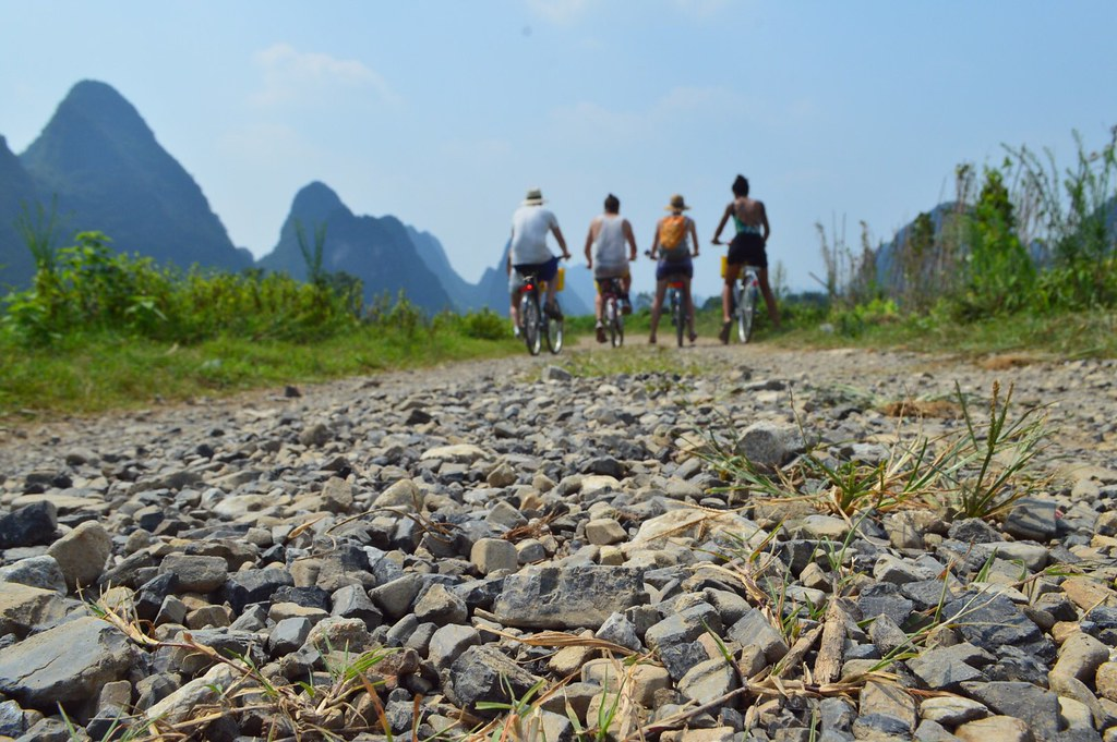Cycling the Yulong River