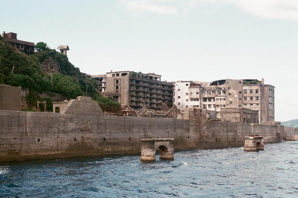 軍艦島(Gunkanjima)  端島 長崎港 Nagasaki 2015/09/07 準備靠岸。  Nikon FM2 / 50mm AGFA VISTAPlus ISO400 Photo by Toomore
