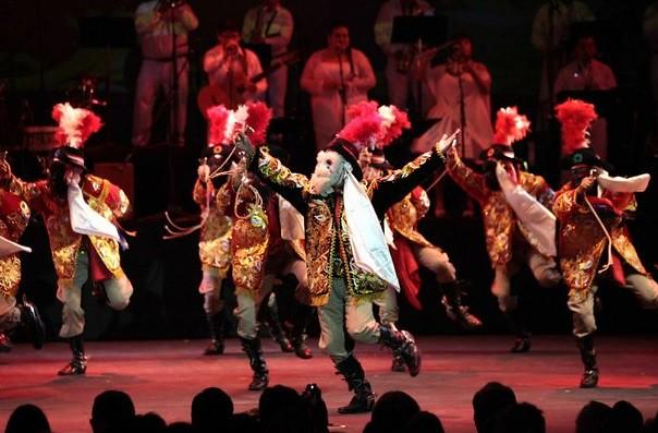 Con variedad de bailables y vestuarios, arranca el Festival Internacional Cervantino