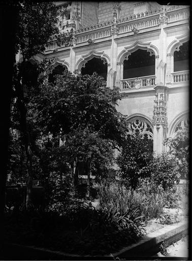 Claustro de San Juan de los Reyes en Toledo hacia 1920. Fotografía de Enrique Guinea Maquíbar © Archivo Municipal de Vitoria-Gasteiz