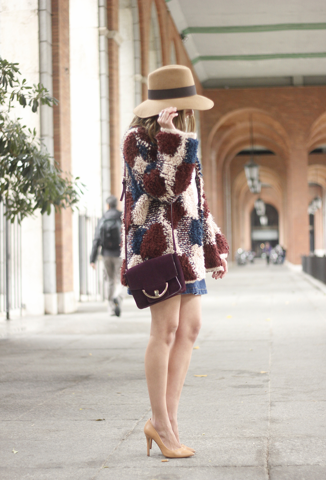 Cardigan Denim Skirt Camel Hat Burgundy Bag outfit04