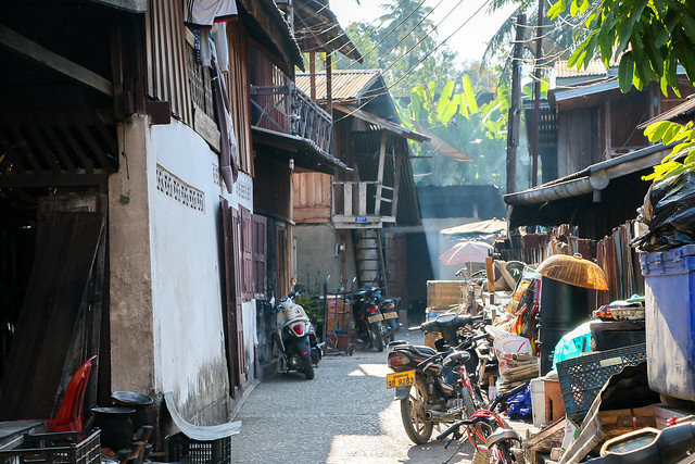 Off street in Luang Prabang, laos ルアンパバーンの路地裏